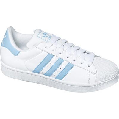 Dámská obuv Adidas je převážně bílá, ochrání a zároveň ...